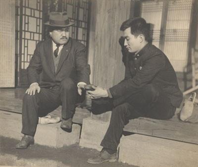 고 신성일의 대표작 <로맨스 빠빠>(1960) 한 장면
