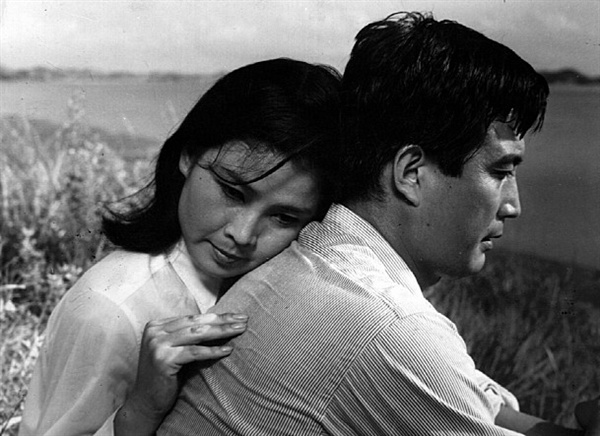 고 신성일의 대표작 <안개>(1967)의 한 장면