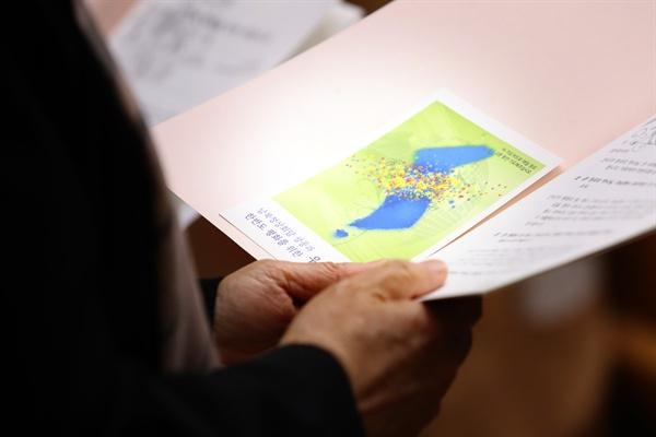 한반도 평화를 위한 연합기도회 2018년 4월 19일 오후 서울 종로구 연동교회에서 한국기독교교회협의회(NCCK) 관계자들이 '한반도 평화를 위한 연합기도회'를 하고 있다.