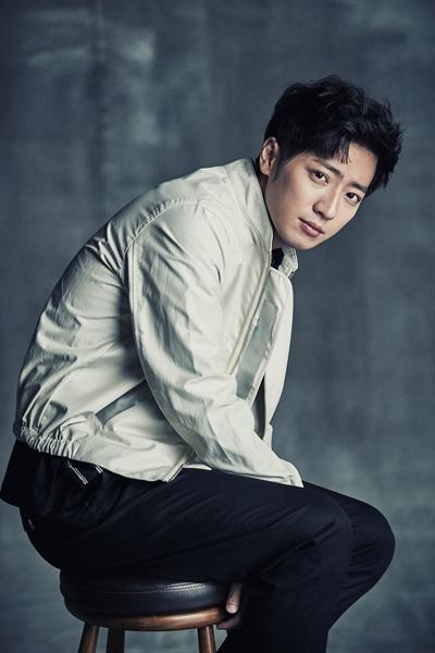 영화 <동네사람들>에서 지성 역을 맡은 배우 이상엽