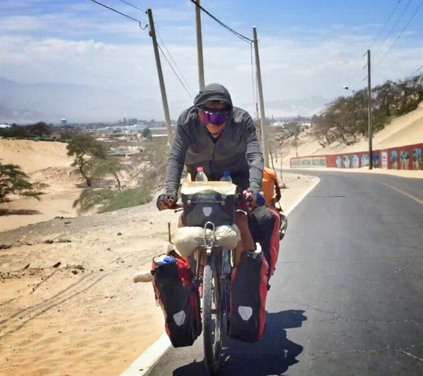 여행 중에 종종 마주치는 자전거 여행자들.