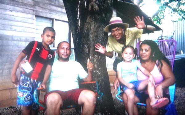 코스타리카 산타크루즈의 친절한 가족.