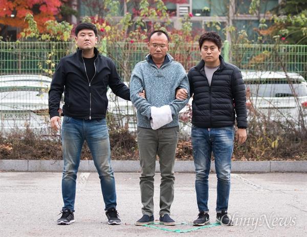 경기남부청에 압송된 양진호 회장 양진호 한국미래기술 회장이 7일 오후 경기도 성남에서 체포되어 수원 경기남부지방경찰청으로 압송되고 있다.