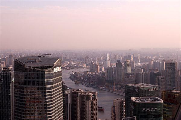 미세먼지로 가득한 중국 상해 황화강 주변 모습들
