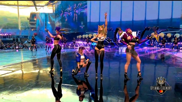 11월 3일 인천 문학 경기장에서 열린 2018 리그 오브 레전드 월드 챔피언십 결승 무대에서 증강현실(AR)로 구현된 가상의 걸그룹 케이디에이가 무대를 펼치고 있다.