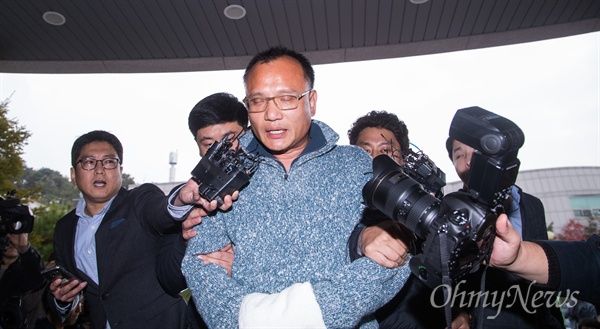 양진호 회장 체포 양진호 한국미래기술 회장이 7일 오후 경기도 성남에서 체포되어 수원 경기남부지방경찰청으로 압송되고 있다.