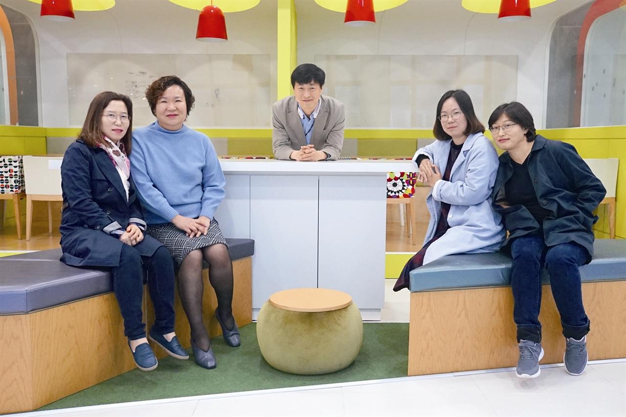 (왼쪽부터)박지숙 참여연구원, 강경숙 이사장, 김민수 이사, 양영숙 참여연구원, 신옥영 팀장