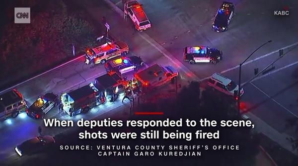 미국 캘리포니아주의 한 술집에서 발생한 총기 난사 사건을 보도하는 CNN 뉴스.