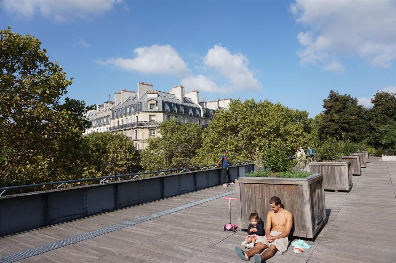 다양한 형태의 산책로로 구성된 파리의 녹색길