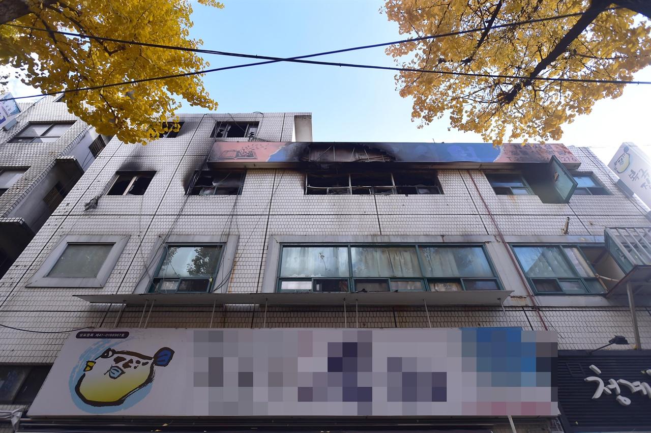 9일 오전 서울시 종로구 관수동에 위치한 고시원에서 화재가 발생해 고시원 거주자 중 7명이 숨지고 11명이 다쳤다. 2018.11.9
