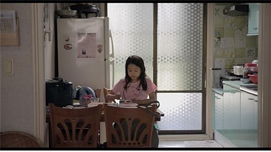 김현정 감독의 영화 <나만 없는 집> 첫 장면이자 메인 포스터.