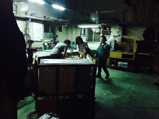 새벽 4시까지 촬영이 이어진 영화 <나만 없는 집> 촬영 현장.