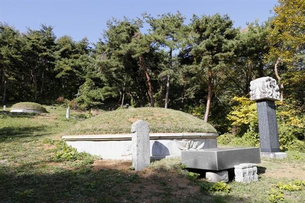 필문 이선제의 무덤. 그의 태자리인 광주광역시 원산동에 있다.