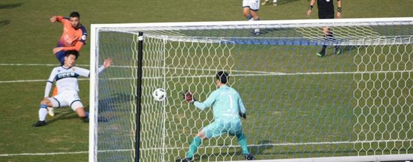 43분, 강원 FC 골잡이 제리치가 도저히 막을 수 없는 강력한 오른발 골을 터뜨리는 순간