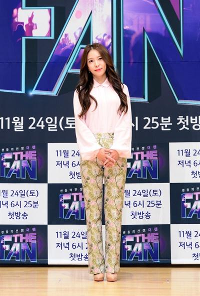 15일 오후 SBS 서울 목동 사옥에서 열린 SBS <더 팬> 제작발표회에 가수 유희열과 보아, 방송인 이상민, 작사가 김이나가 참석했다. 시청자가 참가자를 평가해 우승자를 결정하는 신개념 음악 예능을 표방하고 있는 <더 팬>은 오는 24일 오후 6시 25분 첫 방송된다.
