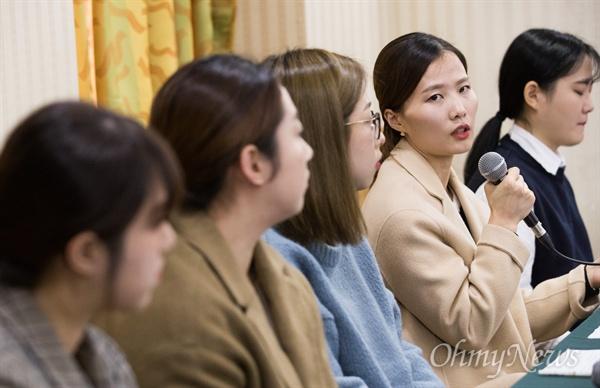 평창동계올림픽에서 은메달을 딴 전 한국여자컬링팀 대표선수들이 15일 오전 서울 송파구 한 호텔에서 기자회견을 열고 최근 화제가 된 김경두 감독 등 지도자들의 부당한 대우에 대한 호소문을 발표하고 질문에 답변하고 있다.