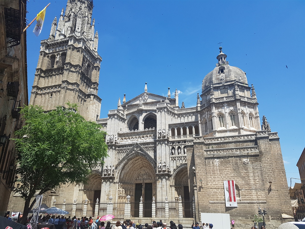 톨레도 대성당은 스페인 가톨릭의 총본부 성당으로 그에 걸맞은 장엄함과 우아함을 자랑합니다.