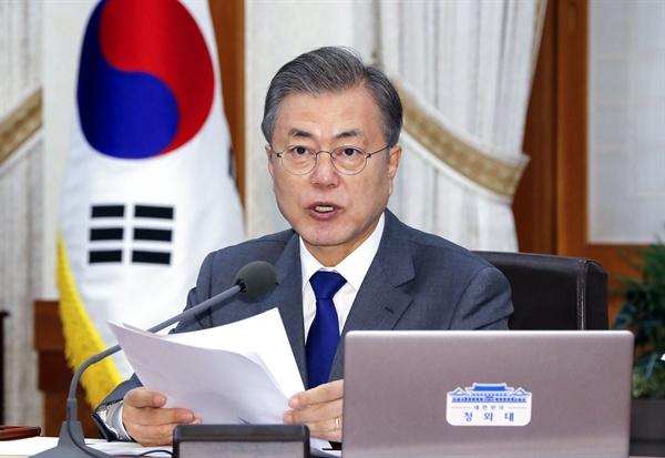 문재인 대통령이 20일 오전 청와대에서 열린 국무회의를 주재하고 있다.