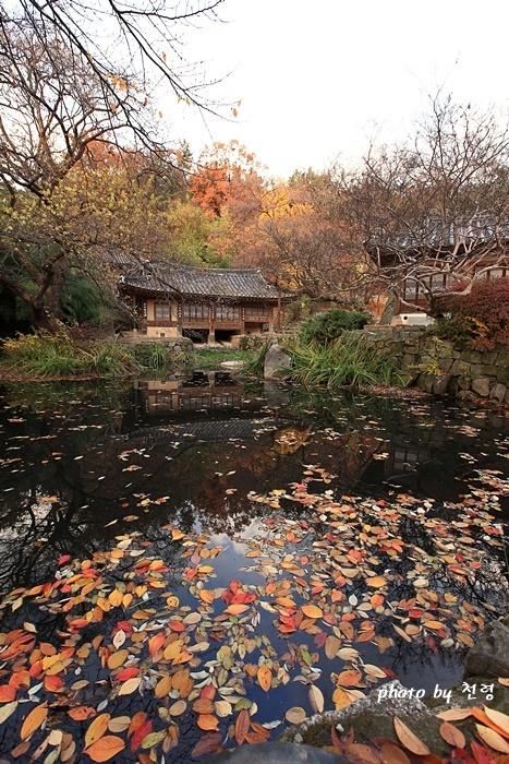 남간정사 지금의 남간정사는 연못을 중심으로 조성되어 있다.