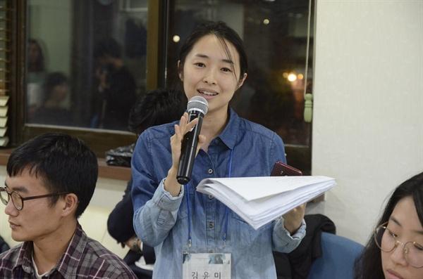 시장 논리에서 도태되는 사람들의 처지를 헤아리는 게 필요하지 않은 지 질문하는 김윤미 씨
