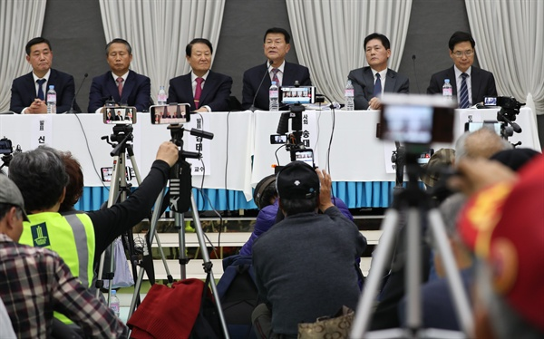 지난 21일 오후 서울 뮤지엄웨딩홀에서 '안보를 걱정하는 예비역 장성 일동' 주최로 9.19 남북군사합의 국민 대토론회가 열리고 있는 모습. 사진 가장 오른쪽에 김민석 '중앙일보' 논설위원이 앉아 있다.