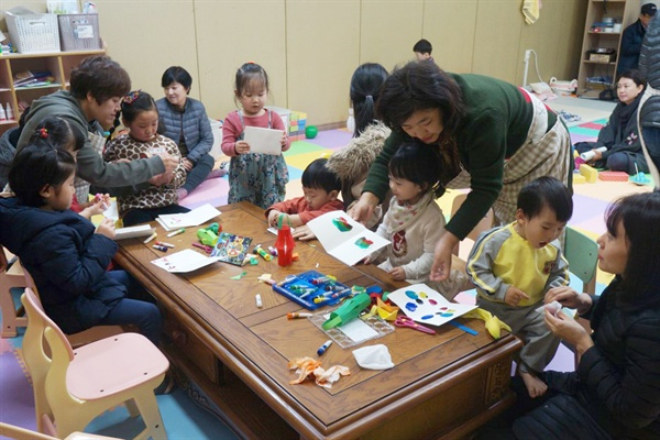 응암동H아파트에서는 하루 종일 육아에 몰두하는 조부모, 엄마들을 위해 짧게나마 아이를 맡길 수 있는 '시간제 돌봄 서비스'를 제공했다.
