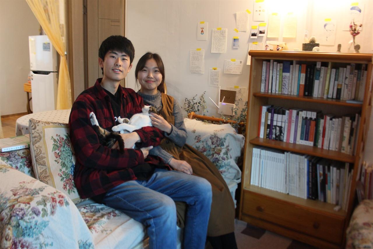 북바인딩 스튜디오 '안녕늘보씨'를 운영하는 최현우 작가(24)와 류하윤 작가(23)