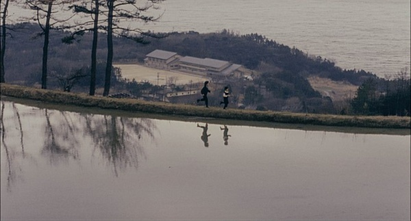 영화 <환상의 빛>의 한 장면.