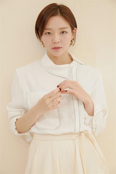 지난 20일 JTBC <제3의 매력>을 끝낸 배우 이솜을 만났다. JTBC 드라마 <제3의 매력>은 '두 남녀가 스물의 봄, 스물일곱의 여름, 서른둘의 가을과 겨울을 함께 통과하는 연애의 사계절을 그릴 12년의 연애 대서사시'다.