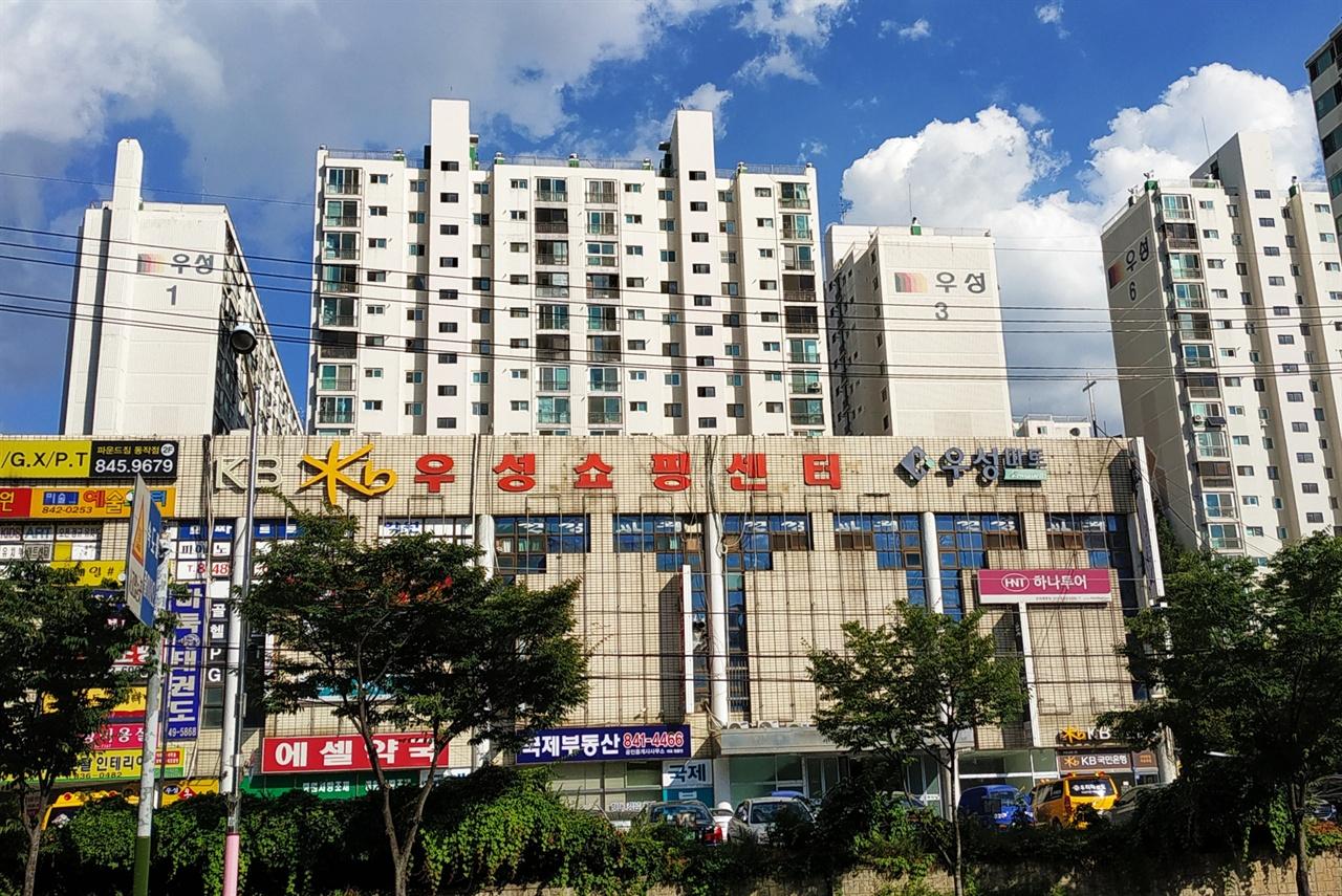 신대방동 우성아파트 1970년대 민주노조운동의 상징 원풍모방 노조가 있던 자리에는 1985년 우성아파트가 들어섰다.