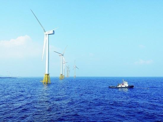 우리나라 최초의 상업용 해상풍력시설인 제주 탐라해상풍력발전단지.