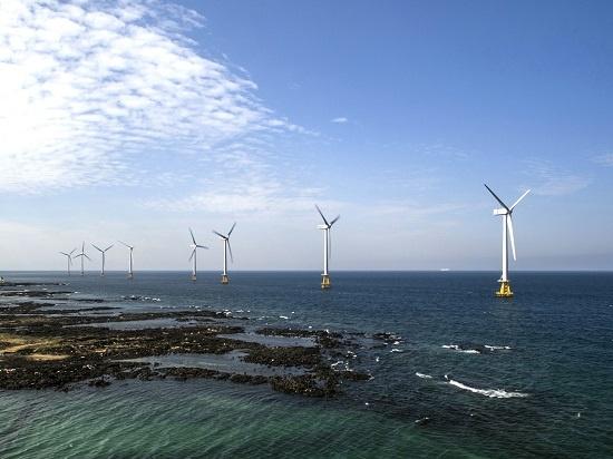 해상풍력발전이 생태계 파괴와 어획량 감소 등을 초래할 수 있다는 우려가 있으나 덴마크 등의 연구는 오히려 어획량 증가 등 긍정적 영향을 보고하고 있다. 사진은 제주시 한경면의 탐라해상풍력단지.