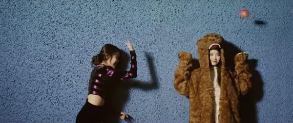 아이유 뮤직비디오 '스물셋'