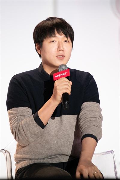 25일 서울 동대문디자인플라자에서 열린 '2018 tvN 즐거움 전' <알쓸신잡3> 토크 세션에 참석한 양정우 PD.