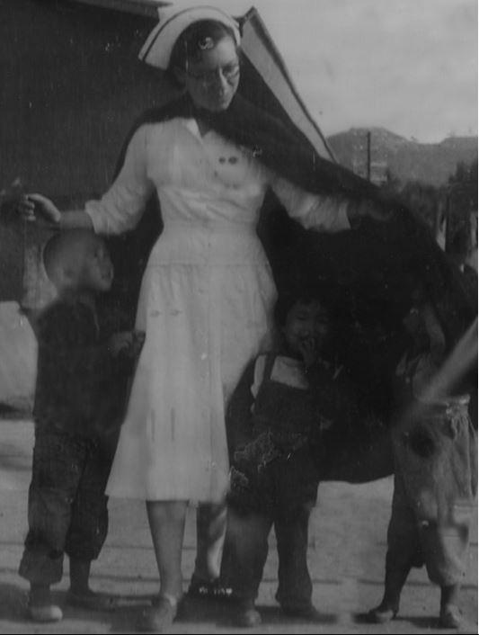 1956년 말리가 한국에 왔을 당시 상황은 매우 열악했다. 시설마다 고아들은 넘쳐났고, 의사와 간호사는 턱없이 부족했다. 병원과 아동 보호 시설이 구분되기 어려운 상황이었지만, 매일 계속해서 아동들은 밀려들어 왔고, 매일 질병과 굶주림으로 죽어나가기도 했다.