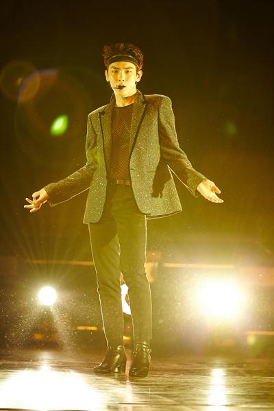 키 샤이니의 키가 데뷔 10년 만에 첫 솔로 앨범 < FACE >를 발매했다. 타이틀곡은 '센 척 안 해'다.