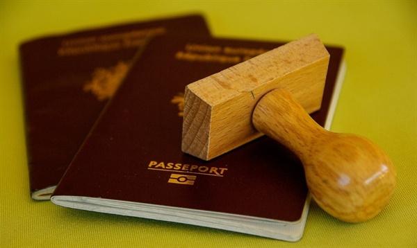 여권 법무부는 오는 12월 3일부터 신남방국가 전문직업인에 대해 10년 유효 복수비자를 도입하는 등 복수비자 대상을 확대·시행할 예정이라고 밝혔다.
