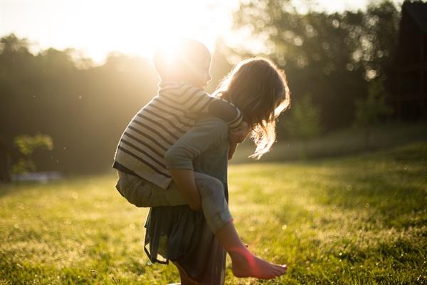무리하지 않기. 따라 하지도 못하고 따라 해도 자괴감만 들던 육아법에 전전긍긍하기보다 나에게 맞는 걸 택하기.