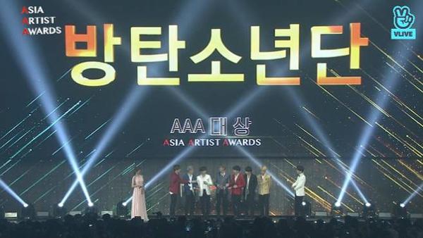 28일 열린 아시아 아티스트 어워즈(AAA)에서 대상을 수상한 방탄소년단. (방송화면 캡쳐)