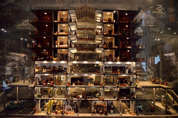 세운상가 모형 지하1층과 지상3층은 상가였고 4층이상 아파트가 있는 주상복합건물이었다