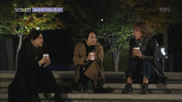 <거리의 만찬>의 MC. 왼쪽부터 방송인 김소영, 정치학 박사 김지윤, 방송인 박미선