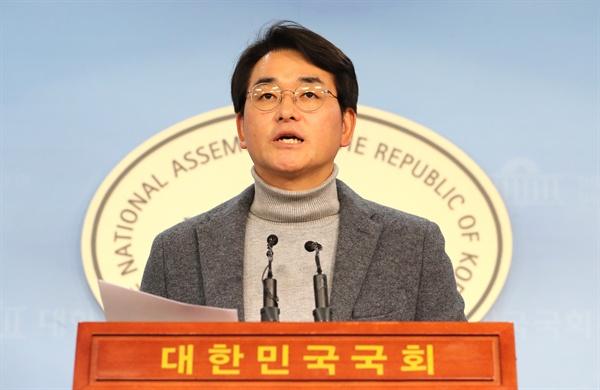 '유치원3법' 발언하는 박용진 의원  더불어민주당 박용진 의원이 30일 오후 국회 정론관에서 유치원3법과 관련한 기자회견을 열고 발언하고 있다.