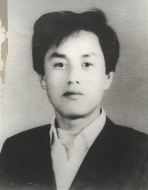 김진수 김진수는 잘 생긴 외모에 항상 책을 옆에 끼고 다녀 동료들에게 인기도 높았다고 한다.