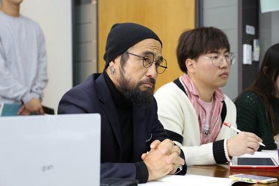 '지식인네트워크' 2차 토론회에 참석해 발제를 듣고 있는 시민들.