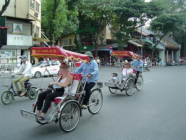 베트남 3대 명물인 씨클로 모습