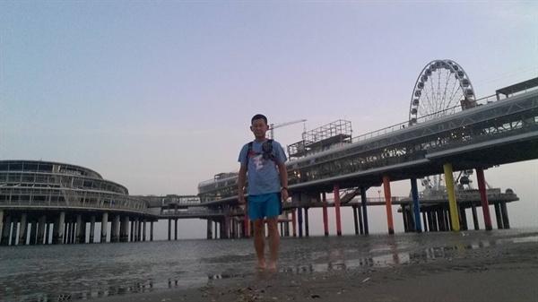 2017년 8월 31일, 9월 1일의 이준열사기념관에서의 장정의 출발을 앞두고 홀로 유럽대륙 땅끝의 해변에 섰다.