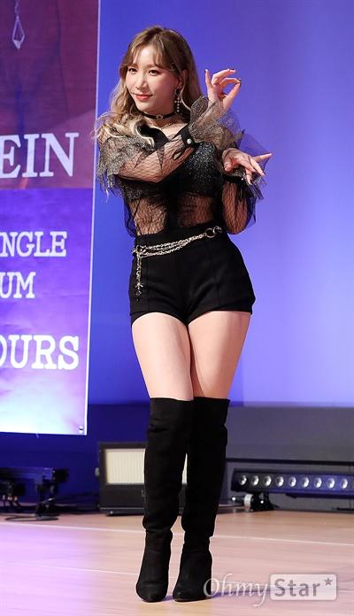 '라붐' 소연, 자기 전 생각나는 목소리 걸그룹 라붐의 소연이 5일 오후 서울 상암동의 한 공연장에서 열린 여섯 번째 싱글 앨범 < I`M YOURS > 발매 쇼케이스에서 포토타임을 갖고 있다.