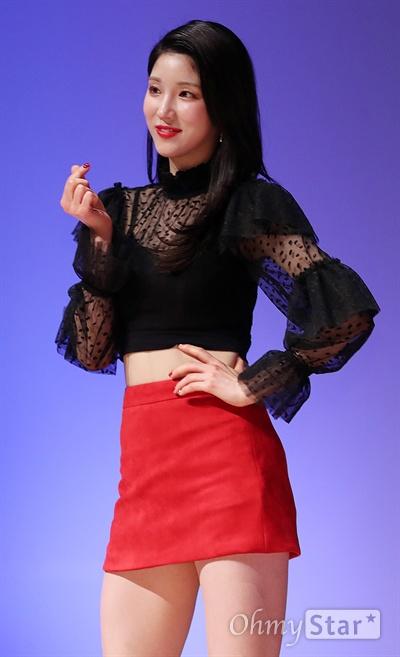 '라붐' 향기 가득한 지엔 걸그룹 라붐의 지엔이 5일 오후 서울 상암동의 한 공연장에서 열린 여섯 번째 싱글 앨범 < I`M YOURS > 발매 쇼케이스에서 포토타임을 갖고 있다.