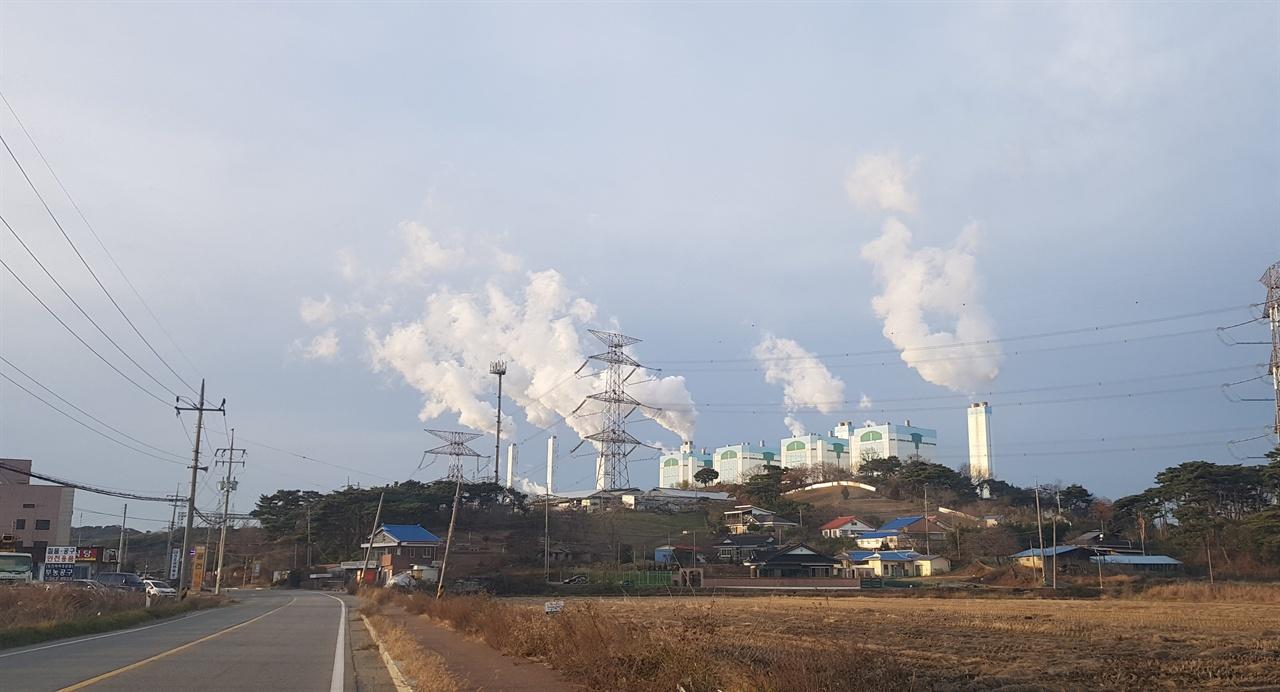 충남 당진시 교로리에 위치한 당진화력발전소 교로리에서 본 당진화력발전소의 모습