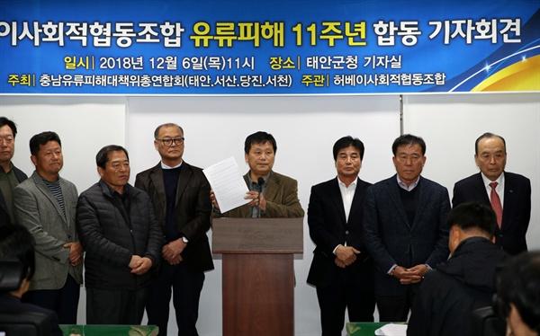 기자들의 질문에 답변하고 있는 문승일 사무국장 이날 기자회견에서는 삼성지역발전기금에 대한 구체적인 집행계획이 나오지 않아 기자들의 질문이 봇물처럼 이어졌다.